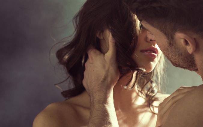 Brunette Kiss